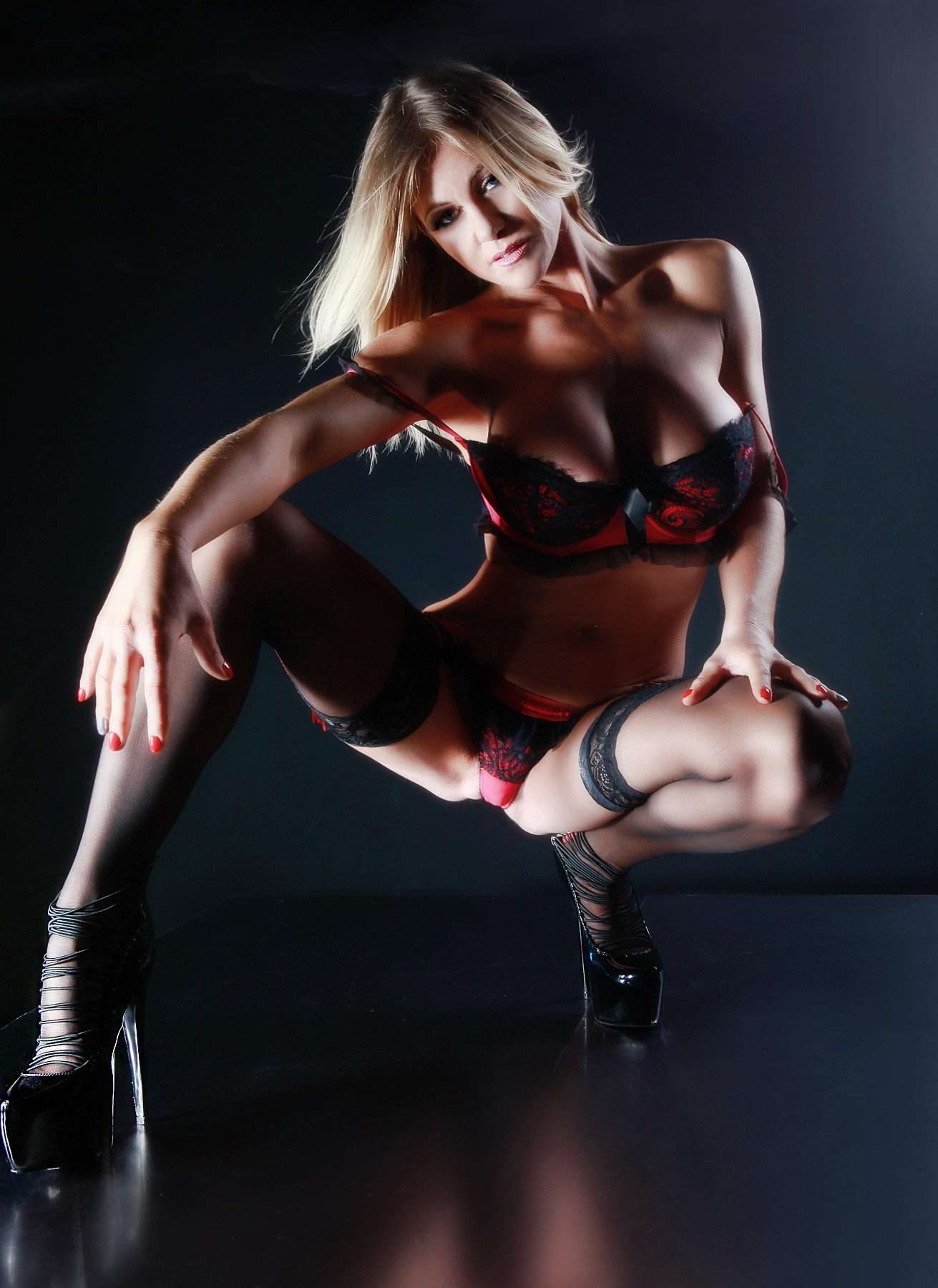Brand New stunning petite blonde in Leeds Abbie-Leigh